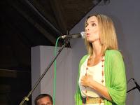 Korpás Éva énekel, kísér Madarász András.JPG
