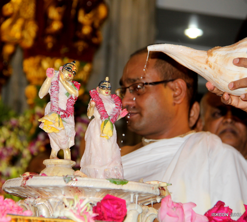 ISKCON Juhu Janmashtami Maha Abhishek on 25th Aug 2016  (8)