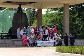 funny story about this bell: according to legend, it was cast but wouldn't ring until the Koreans smelted it down again, threw a baby girl in the molten bronze and recast it (then the bell rang like a screaming crying baby) - so I was pretty excited to see this group pose in front of it
