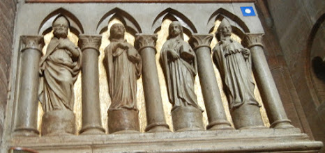 Photo: Sculpture on the lectern, Modena Duomo