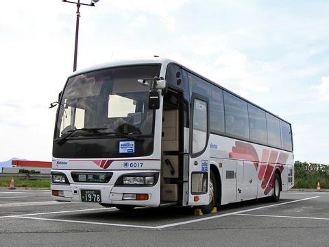 西日本鉄道「フェニックス号」 6017 北熊本SAにて_01