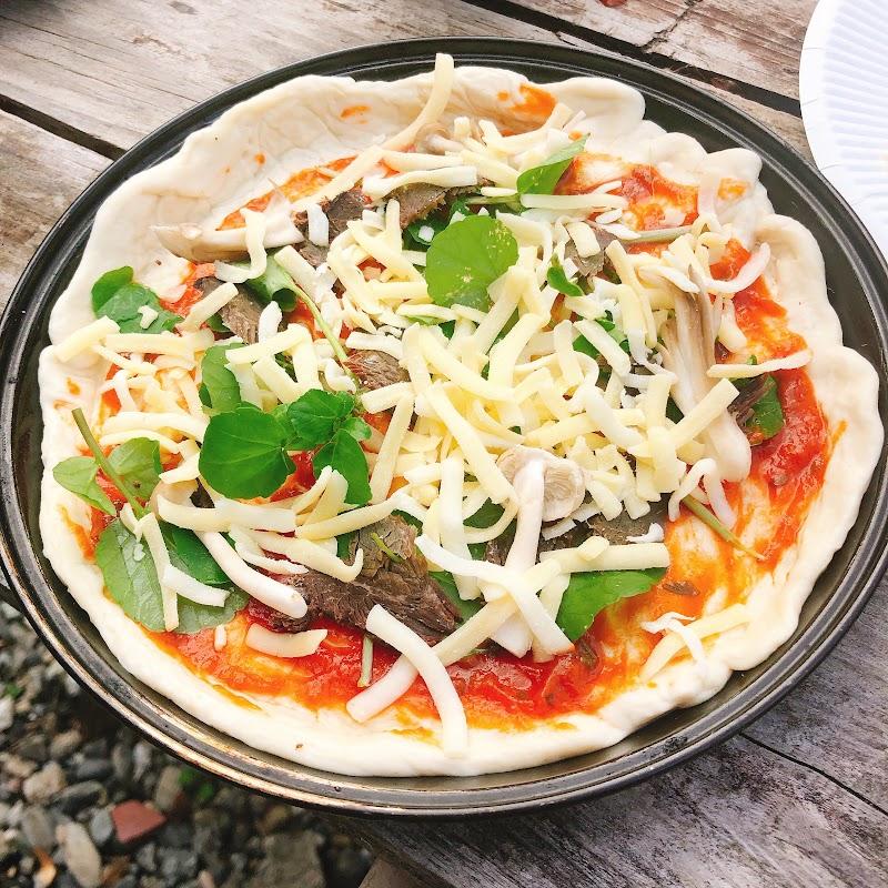 焼く前から完全に美味そうなピザ