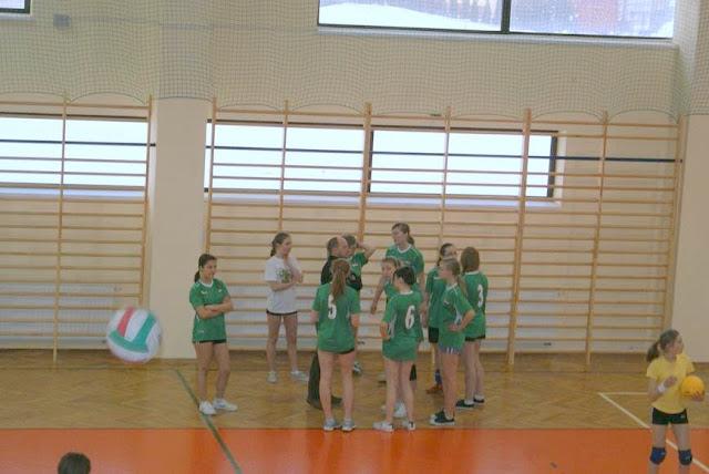 Zawody siatkarskie dziewczat 1 marca 2011 - DSC09267_1.JPG
