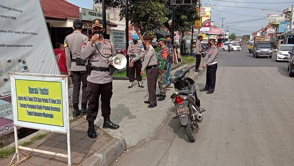 Operasi Yustisi Kembali Digelar Gabungan TNI Dan Polri di Jalan Raya Depan Mako Polsek Cikijing