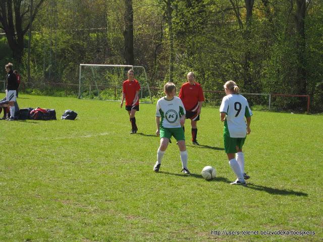 Albatros-17april2010 - vrouwenvoetbal_sint_jozef_londerzeel_aftrappen.jpg