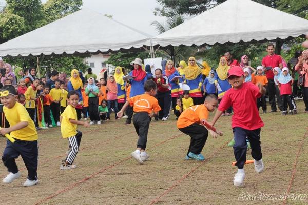 Acara lumba lari berganti-ganti lelaki 6 tahun