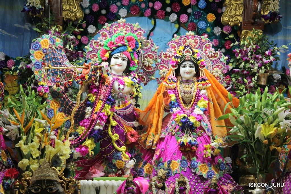 ISKCON Juhu Mangal Deity Darshan on 25th Aug16 (9)