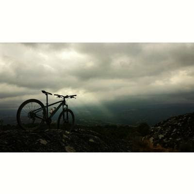 Foto mountain bike tormenta