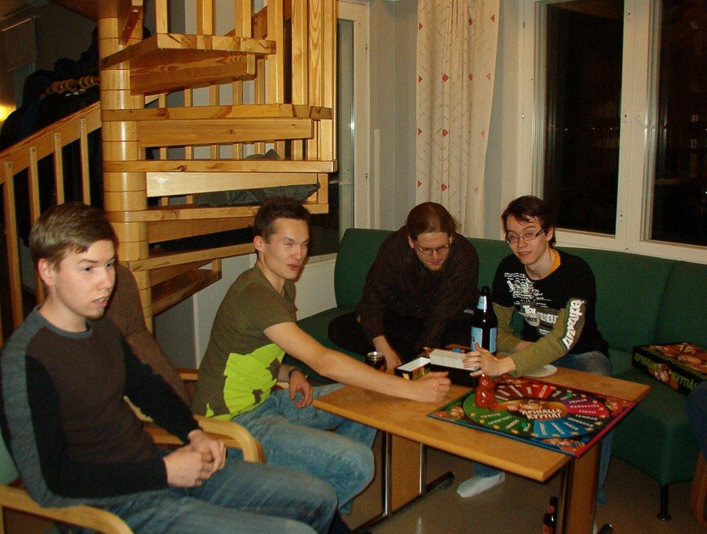Peli-ilta syksy 2008 - IM002824.JPG