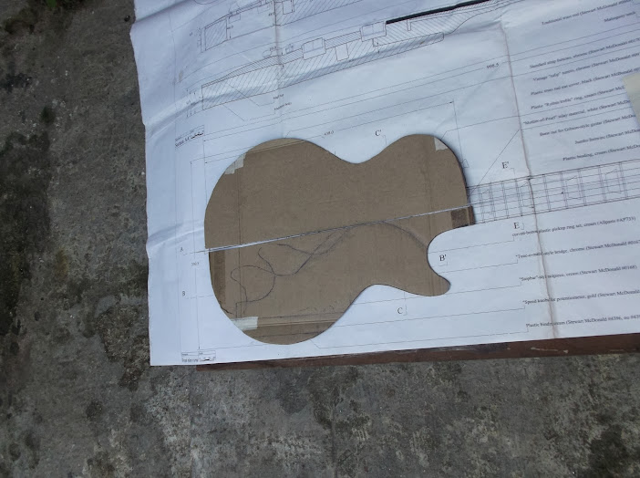 Construção inspirada Les Paul Custom, meu 1º projeto com braço colado (finalizado e com áudio) DSCF0422