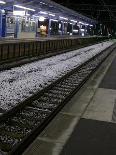 線路に積もる雪