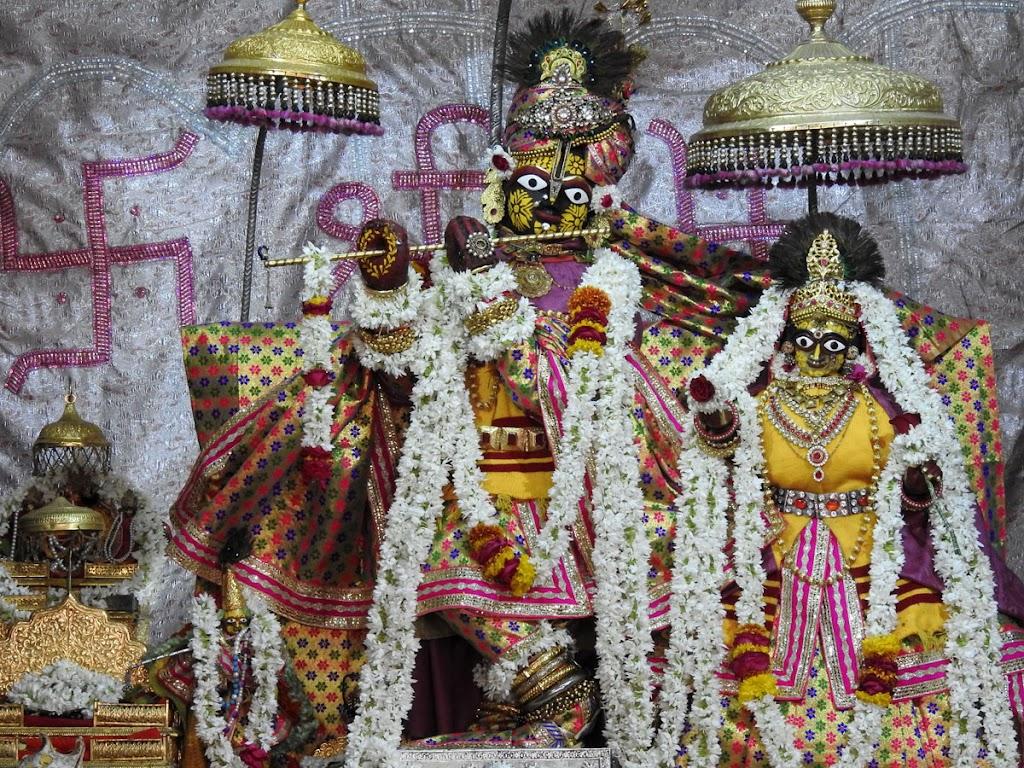 Radha Govind Devji Deity Darshan 10 Jan 2017 (1)