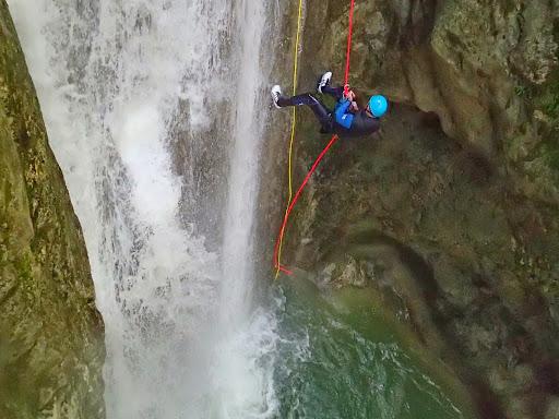 Descente en rappel de 12m, canyon du Versoud