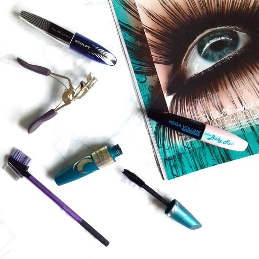 How To Prevent Your Mascara From Clumping