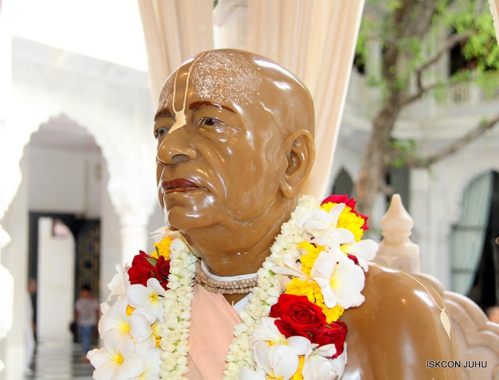 ISKCON Juhu Sringar Deity Darshan on 4th June 2016 (1)