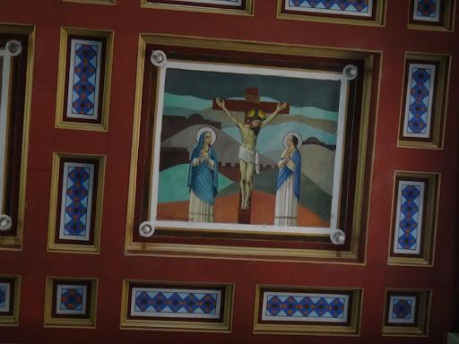 Jesus Crucificado apresenta Maria Santíssima como Mãe da Humanidade. Representando a Paixão e Morte de Cristo, o quadro representa a maior Sexta-Feira que a humanidade pode presenciar. - Santuário Sagrado Coração de Jesus - Detalhes do Teto
