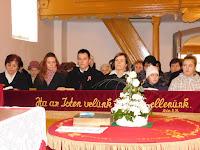 07 Nt. Orémus Ilona, Balyo Tibor párjával és Nt. Nagy Andrea gyermekeivel.JPG