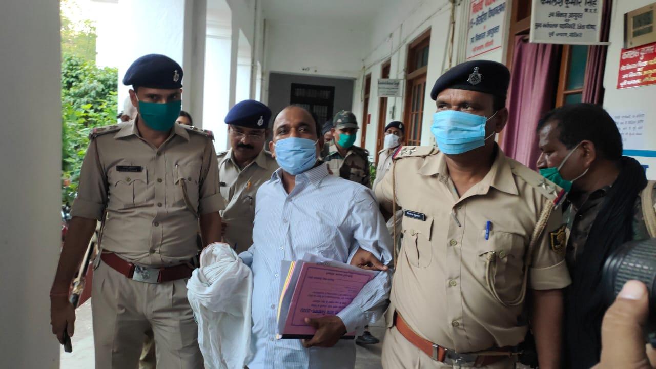 नामांकन करने पहुँचे नेताजी शराब मामले में थे वारंटी पुलिस ने किया गिरफ्तार