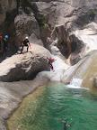 Un saut possible depuis la berge.