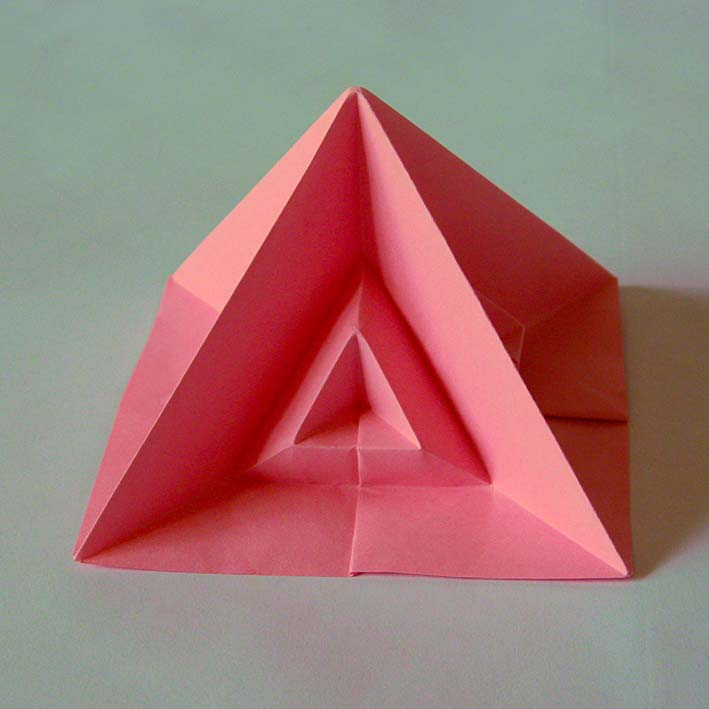 Origami: Piramide quarta - Fourth pyramid, by Francesco Guarnieri
