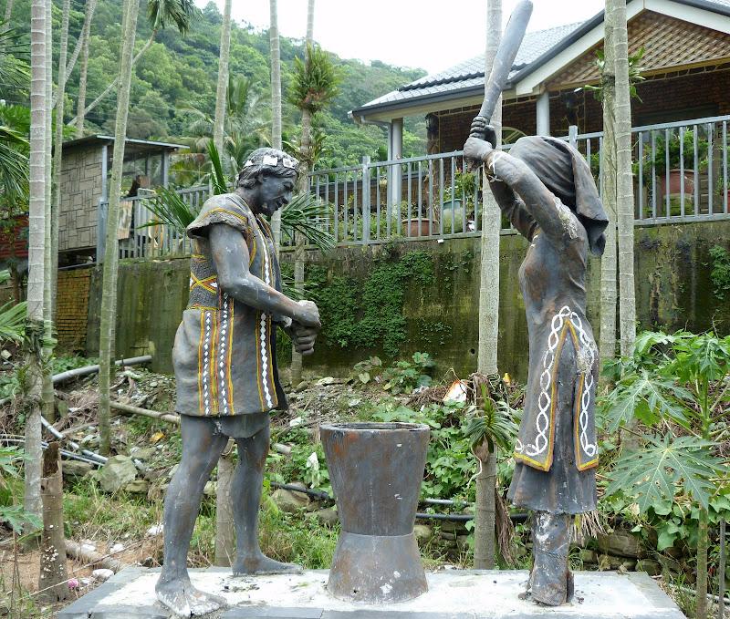 Puli  en passant , entre autres, par les villages de l ethnie Bunum de Loloko et Dili. J 10 - P1160977.JPG