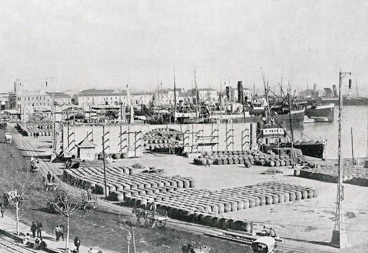 Vista general del muelle del Grao. Del libro Puerto de Valencia. Memoria Sobre el Progreso y Estado de las Obras durante el Año 1913.JPG
