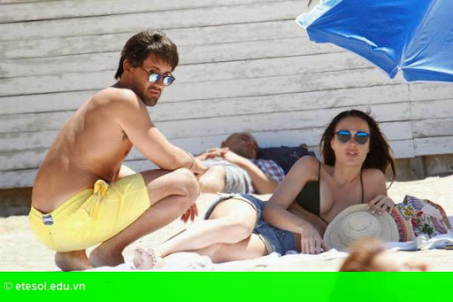 Hình 4: Con gái tỷ phú F1 vui chơi cùng chồng con tại Cannes