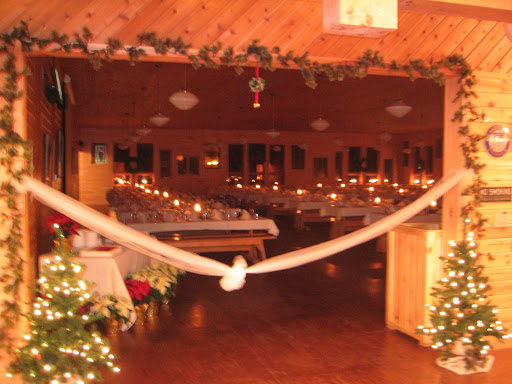 Dining room at Maplelag decorated for a winter wedding.