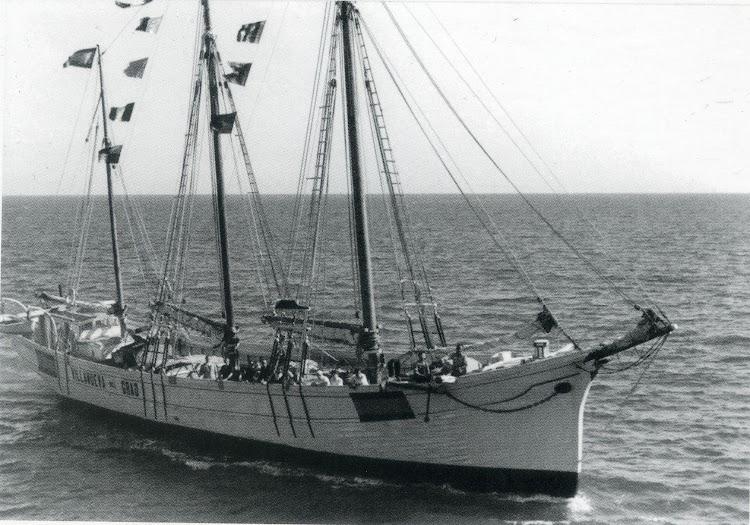 Pailebot VILLANUEVA DEL GRAO. Ca. 1940. Foto Abelardo Ibor. Del libro La Valencia Maritima. Tomo II.jpg