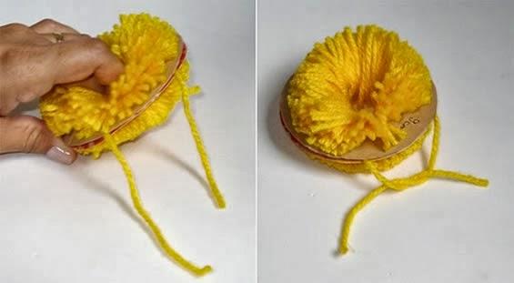 Pompom de lã com círculo de papel