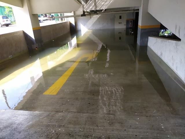Banjir Sudah Surut, Bassement Gedung Parkir Gor Kota Bekasi Masih Terendam Air