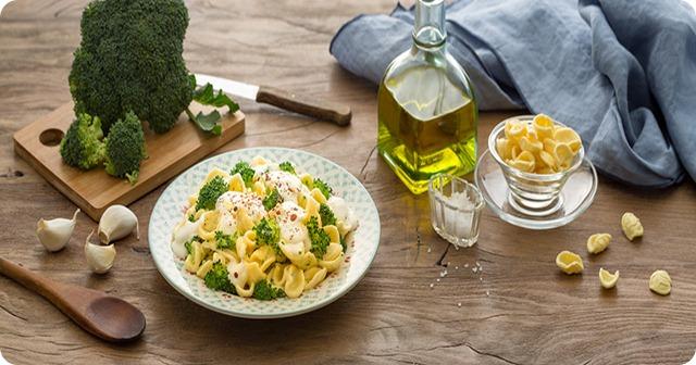 pasta-con-broccoli-e-crescenza