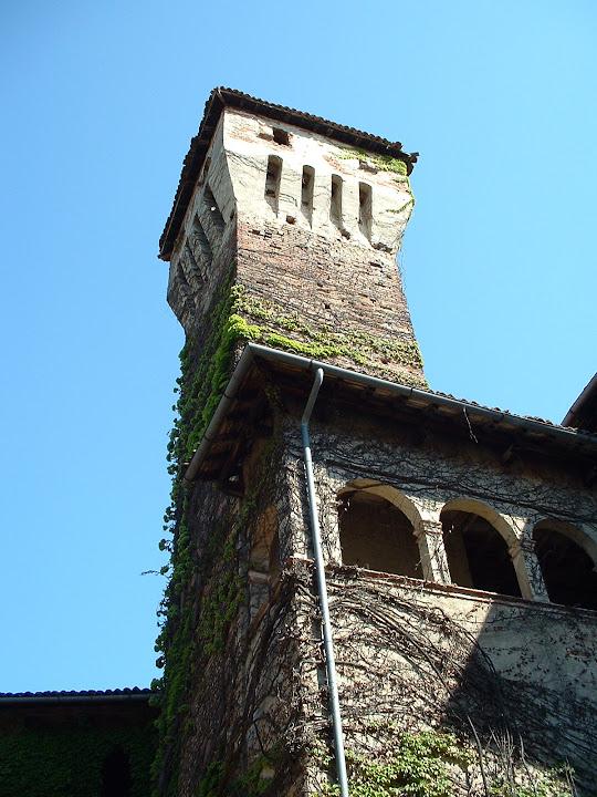 2004 - torre da via del castello e loggia di accesso