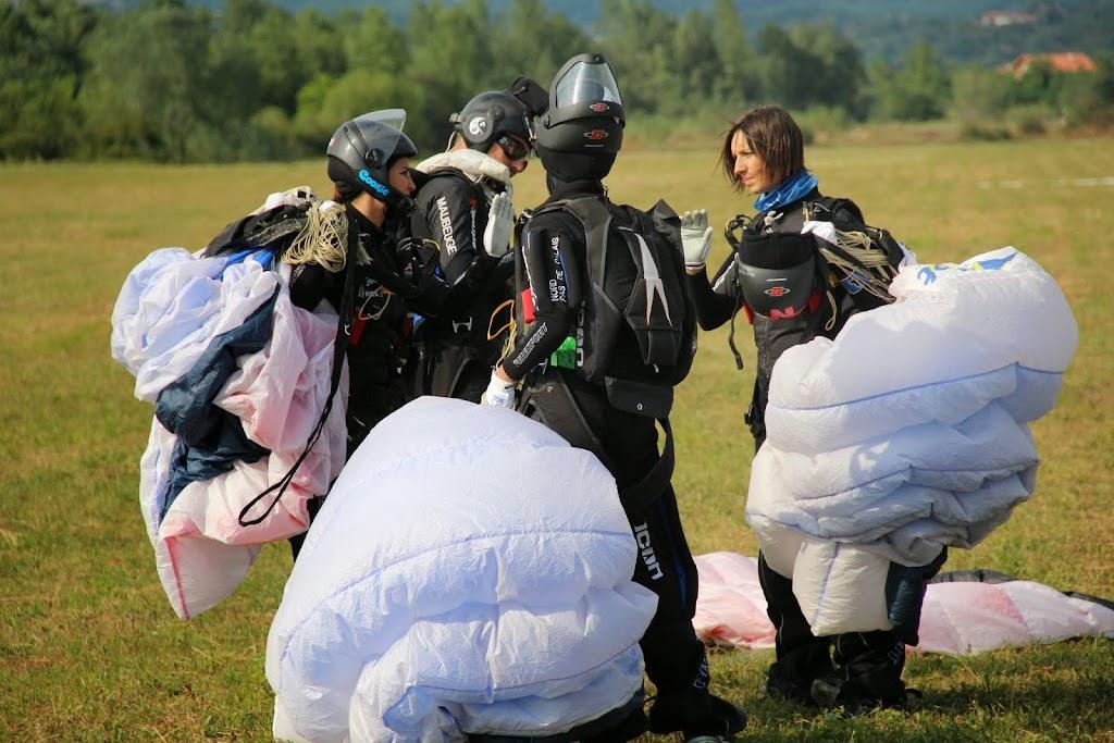 18-PARACHUTISME-CHAMPIONNATS EUROPE BOSNIE 2013- VOL RELATIF FEMININ