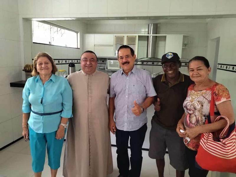 Empresário Raimundo Louro se reúne com Padre Zé Geraldo em café da manhã