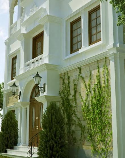 Cửa vào của biệt thự được thiết kế theo phong cách Pháp
