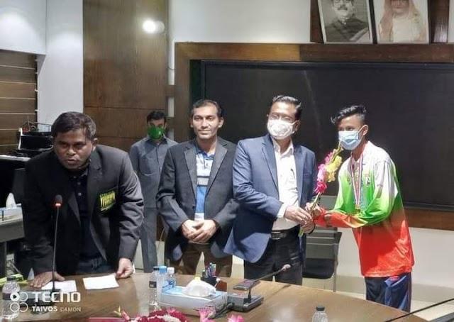 ১৮তম জাতীয় তায়কোয়ানডো প্রতিযোগিতায় বিজয়ীদের জেলা প্রশাসকের অভিনন্দন ও শুভেচ্ছা জানান