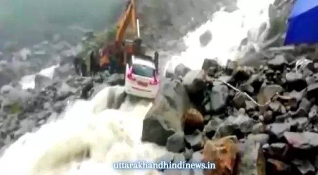 भूस्खलन, बारिश के बीच बद्रीनाथ हाईवे पर फंसे वाहन से यात्रियों को बचाया