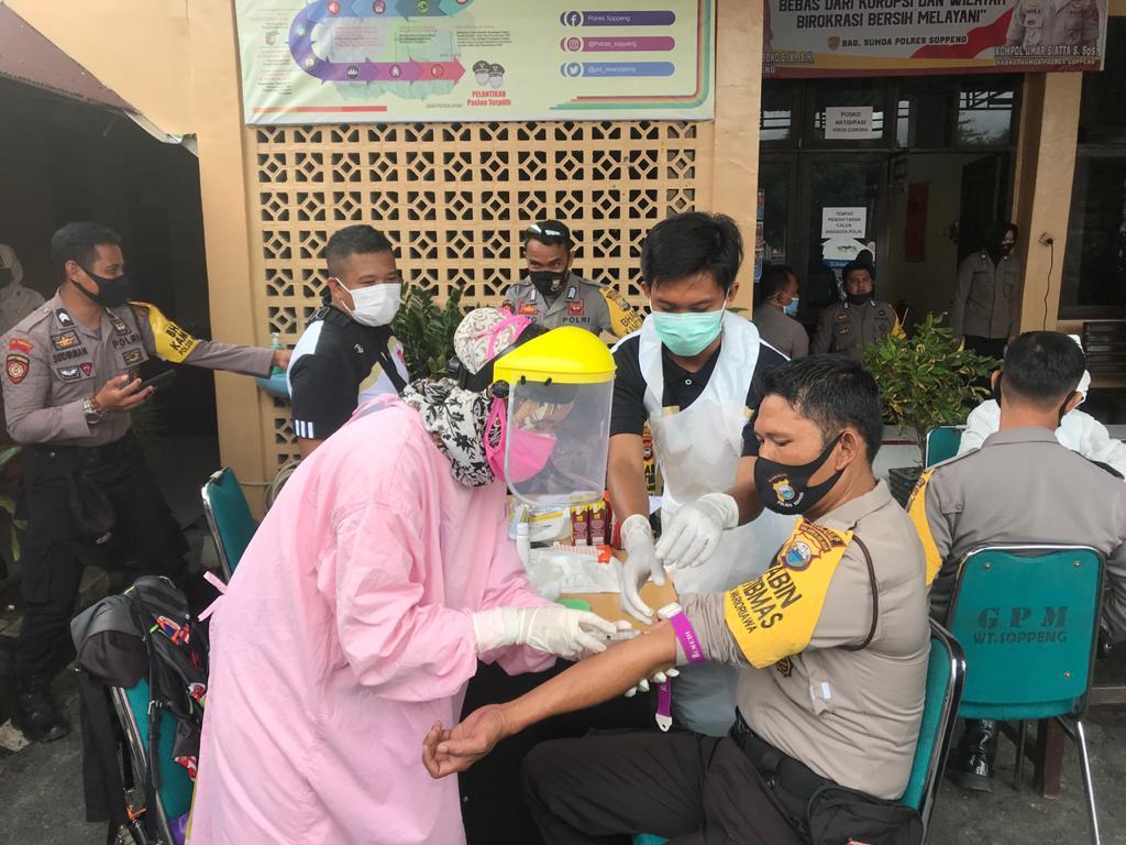Bhayangkari Cabang Soppeng Peduli, Salurkan Bantuan Kepada Personil Yang Bertugas
