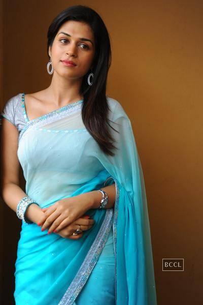 Shraddha Das hot in Blue Saree