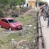 Veículo cai em ponte que liga o Centro ao bairro Pereiros