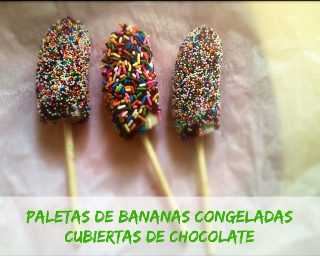 Paletas de Bananas Congeladas Cubiertas de Chocolate