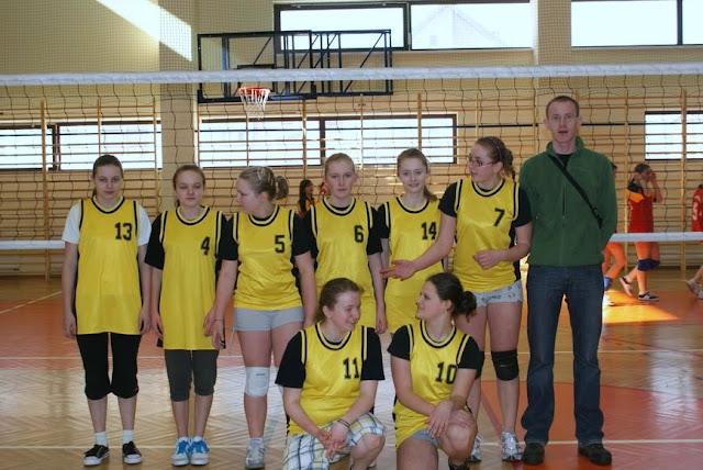 Zawody siatkarskie dziewczat 1 marca 2011 - DSC09366_1.JPG