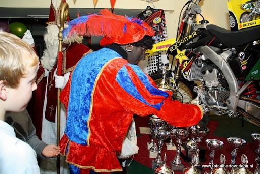 sinterklaas en feestavond msv overloon 02-12-2011 (29).JPG