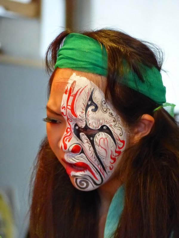 Taipei. Maquillage au Thinker s theater à Di Rua jie 迪化街 - maquillage1%2B010.JPG