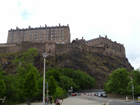 welcome to Edinburgh big castle, middle of the city