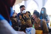 PLT Gubernur Sulsel Tinjau Vaksinasi Untuk Siswa di UPT SMAN 1 Pinrang