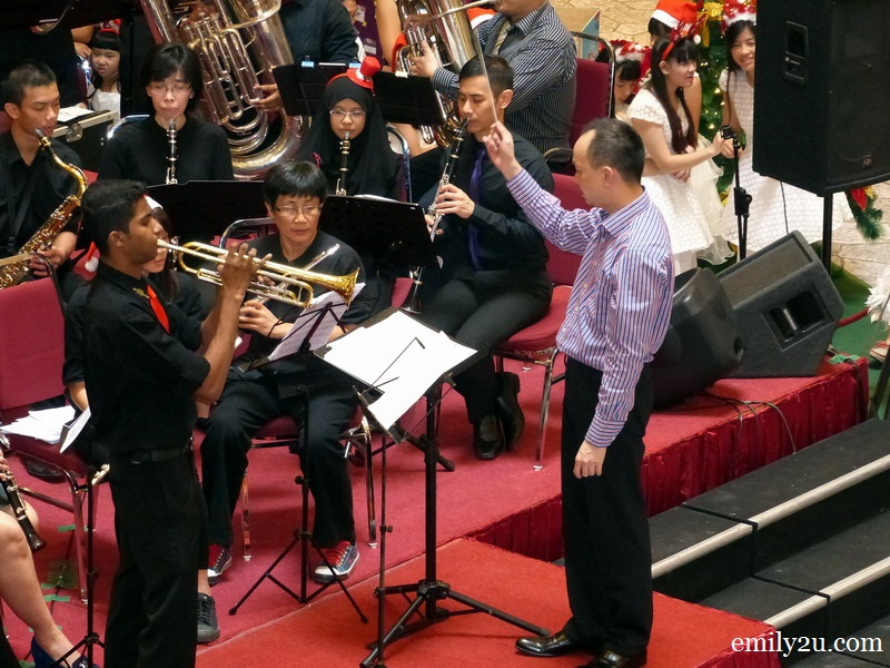 Christmas Carollers Wind Orchestra