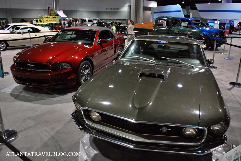 Старые и современные машины одной марки