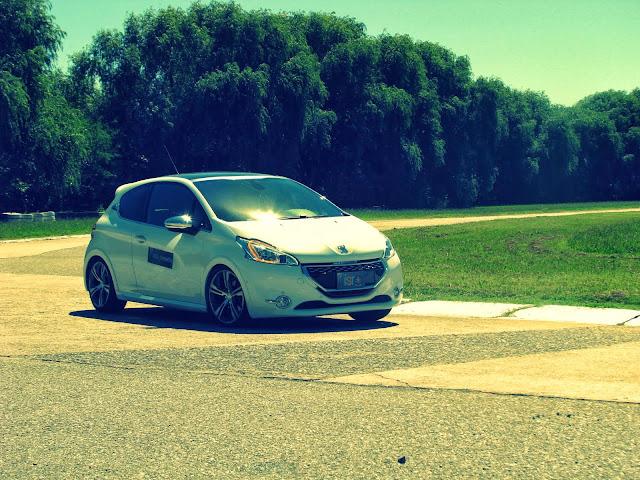 Peugeot%2520208%2520XY%2520GTI%252812-03-2014%2529_7014.JPG